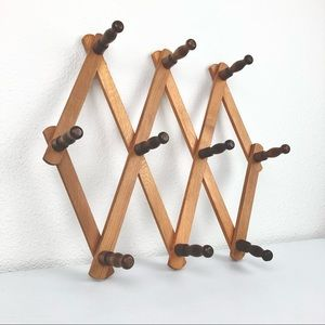 VTG Hook and Peg Accordion Wall Accessories Jewelr